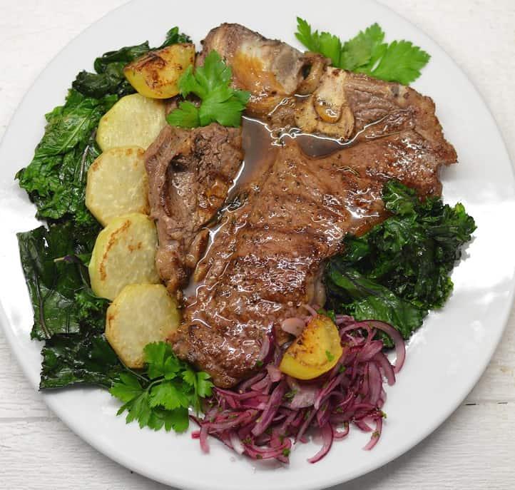 Jautienos didkepsnis su daržovėmis - bulviukose.lt