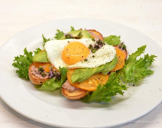 Sumuštiniai su paštetu ir keptu kiaušiniu - bulviukose.lt