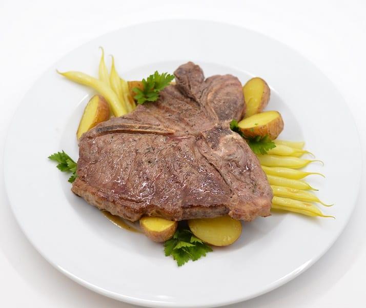 Jautienos kepsnys su ančiuvių padažu - bulviukose.lt