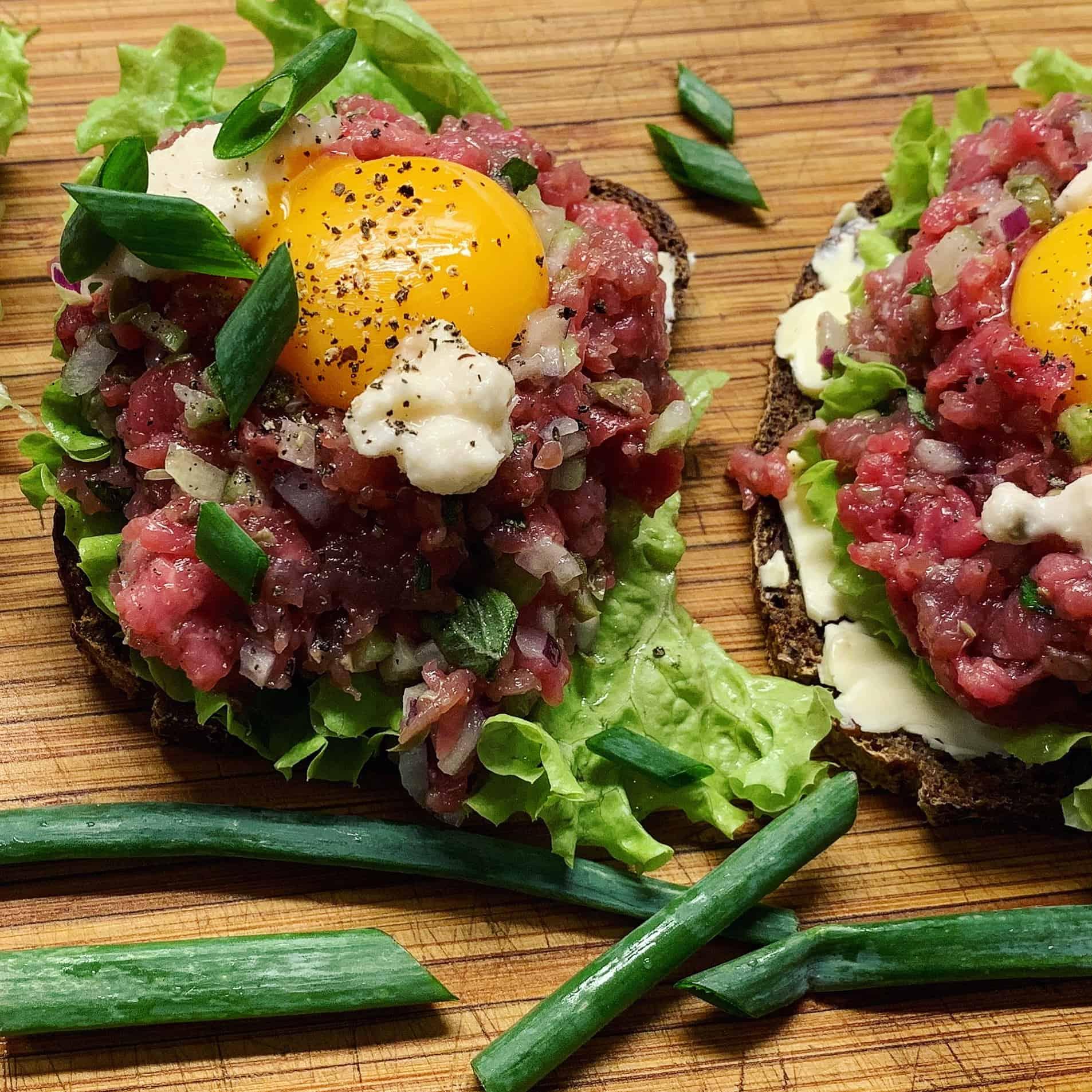 Daniškas sumuštinis su tartaru - bulviukose.lt