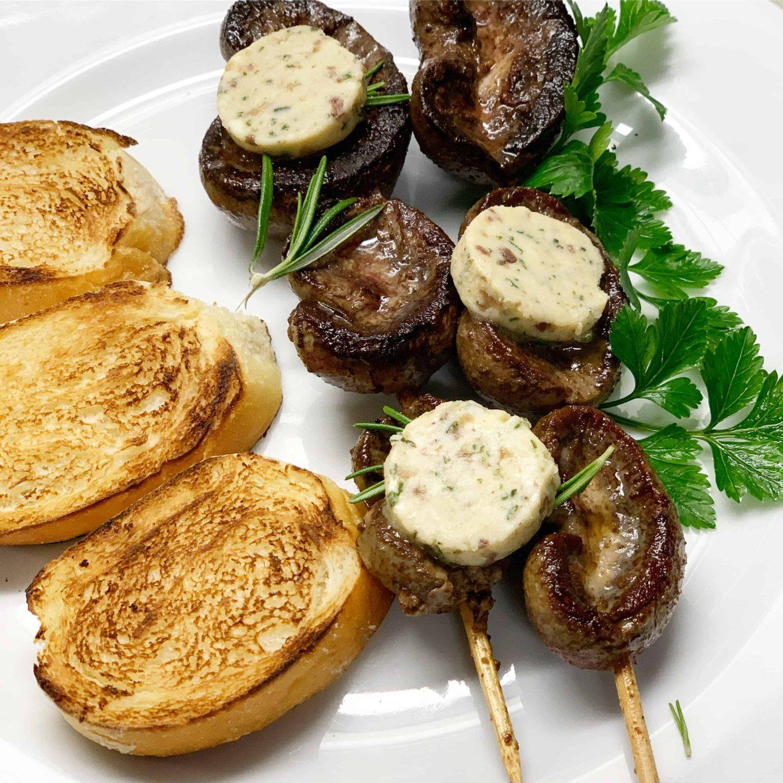 Ėriuko inkstai su rozmarinų sviestu - bulviukose.lt