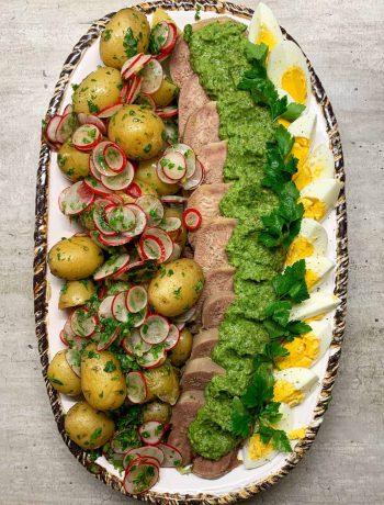 Jaučio liežuvis su bulvių salotomis - bulviukose.lt