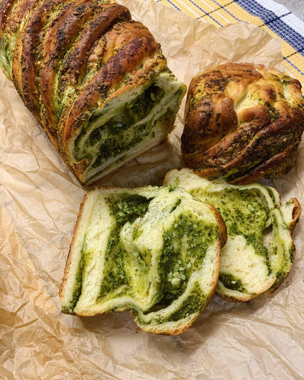 Duona įdaryta pesto padažu - bulviukose.lt