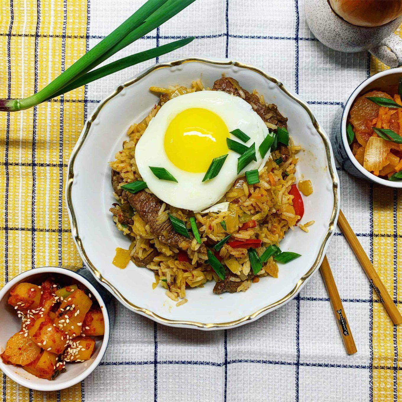 Jautiena su kimchi, ryžiais ir kiaušiniu