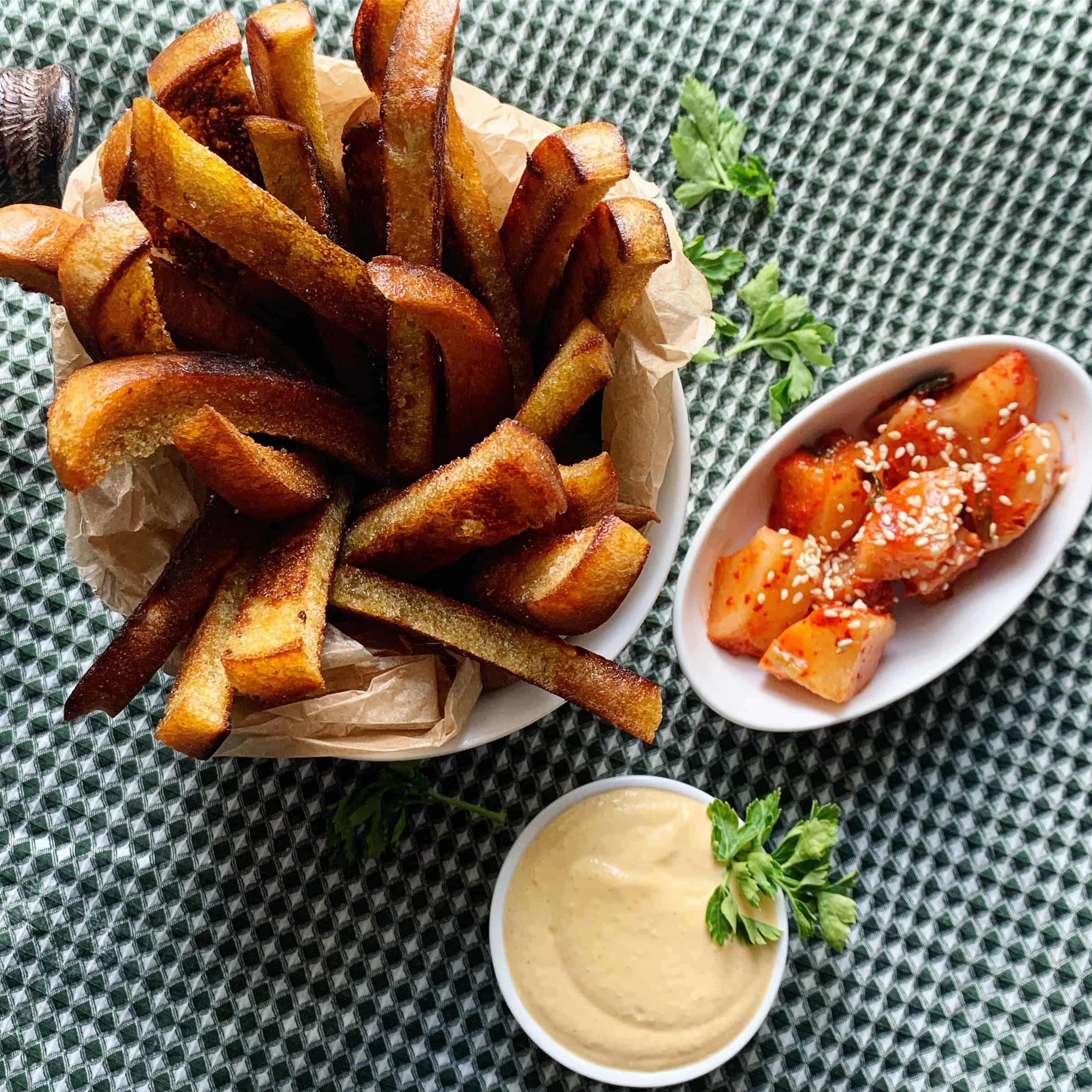 Majonezinis padažas su čederio sūriu ir kimchi - bulviukose.lt