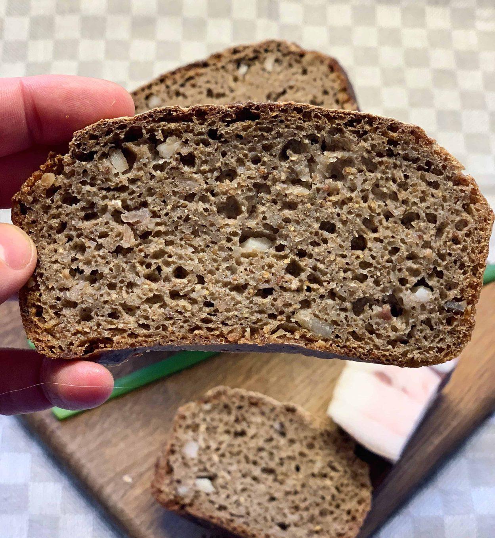 Ruginė duona su lašinukais