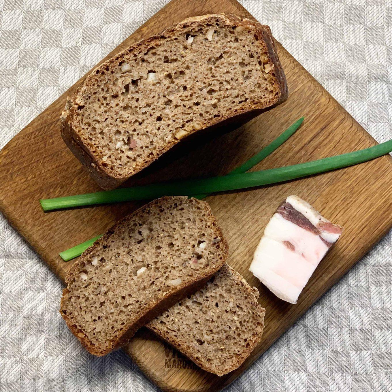 Ruginė duona su rūkytais lašinukais