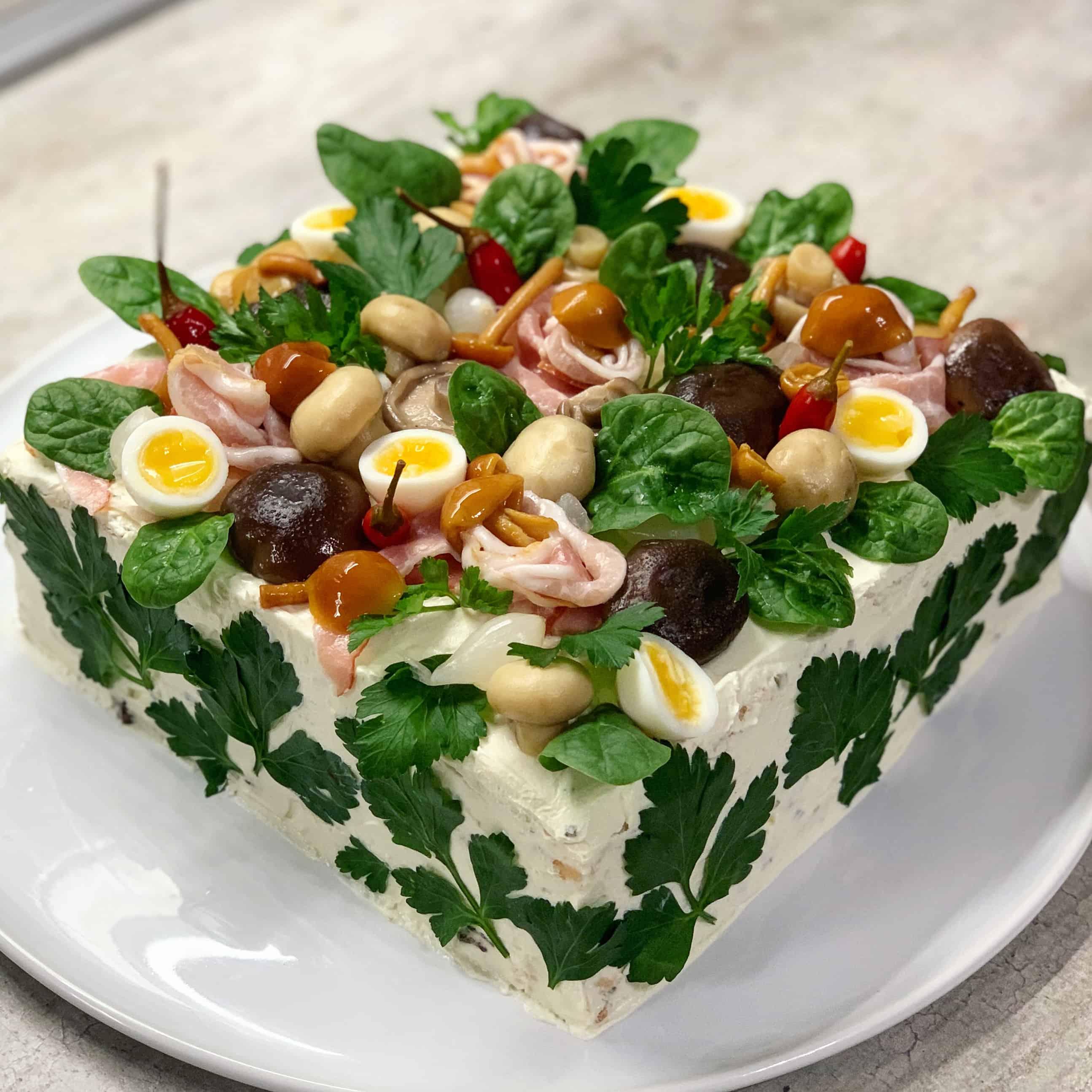 Sumuštinių tortas su grybais ir šonine