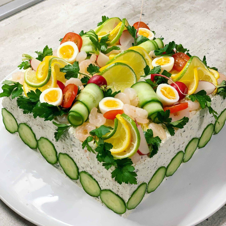 Sumuštinių tortas su tunu