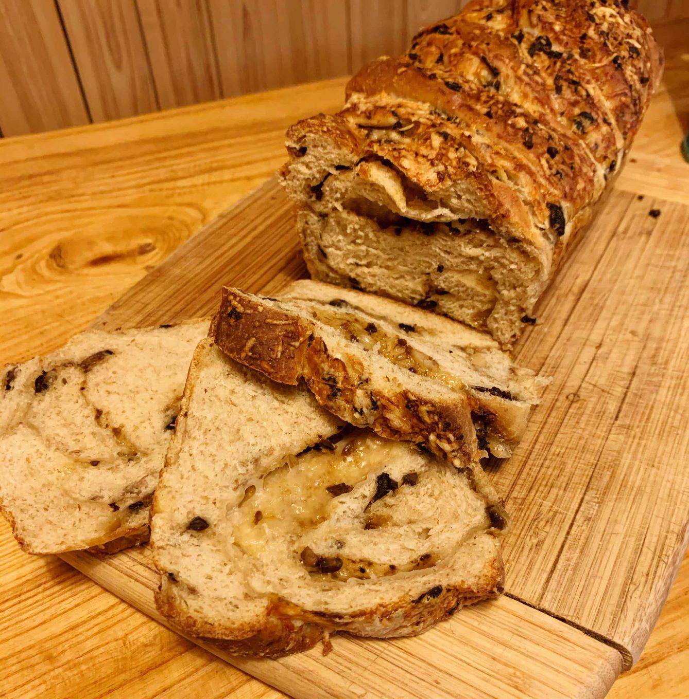Duona su džiovintais grybais ir sūriu