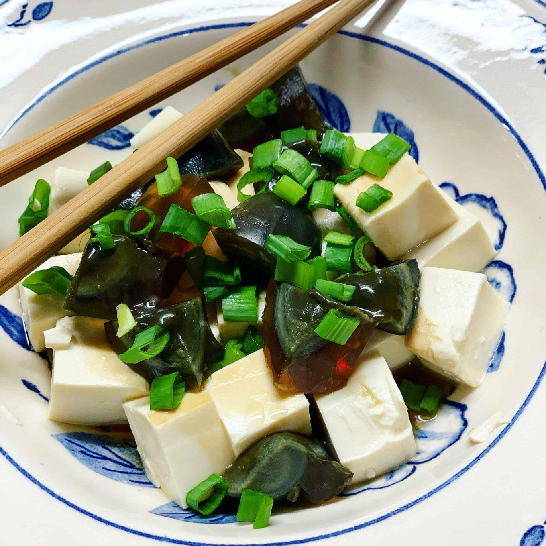 Tofu ir century egg salotos