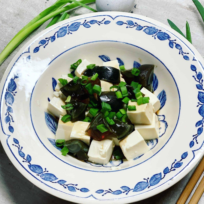 Tofu ir century egg užkandis