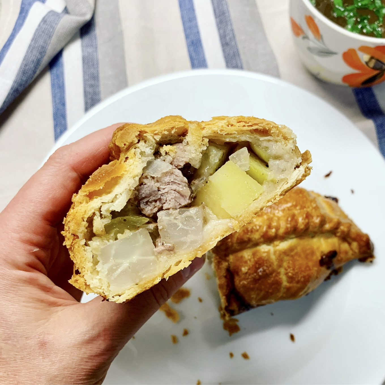 Angliški pyragėliai su jautiena ir bulvėmis